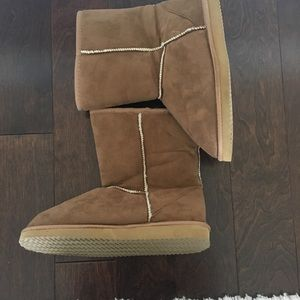 Shoes - Cute Brown Suede Shearling Boots Size 6
